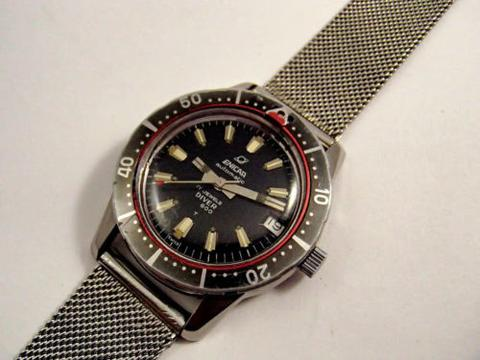 Diver 600 with tritium lumes and red lollipop-dotted second hand